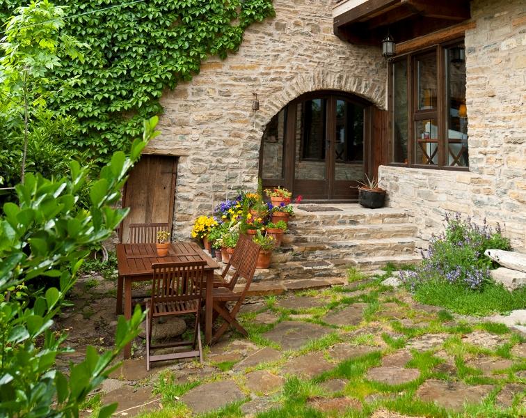 Casa rural o chardinet d a formiga for Patios y jardines de casas