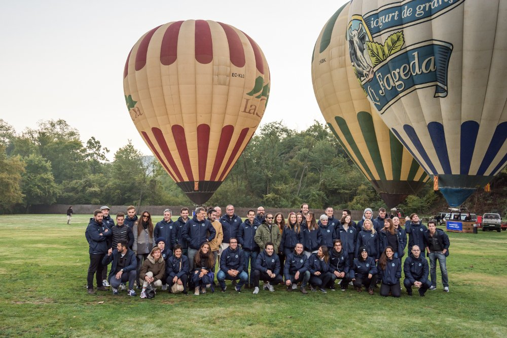 Grupo enfrente globos aerostáticos - Nit i Vol