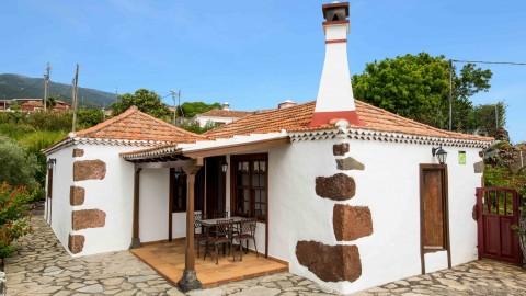 """Pirchigo Casas Rurales """"La Camelia"""" y """"La Charola"""""""