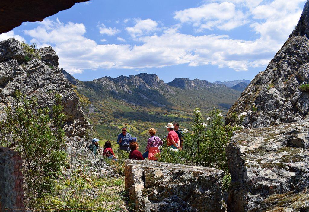 zambúllete en la historia y paisajes de estas escapadas de ecoturismo en agosto